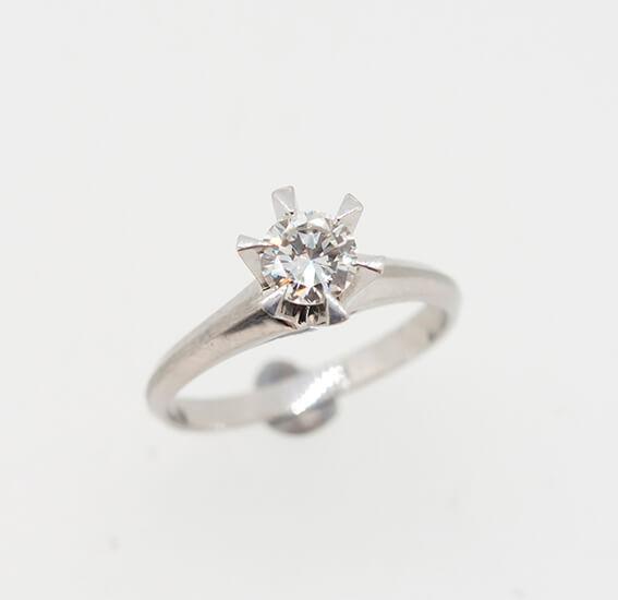 お母様の使わなくなったダイヤリングを息子様の婚約指輪に・・・