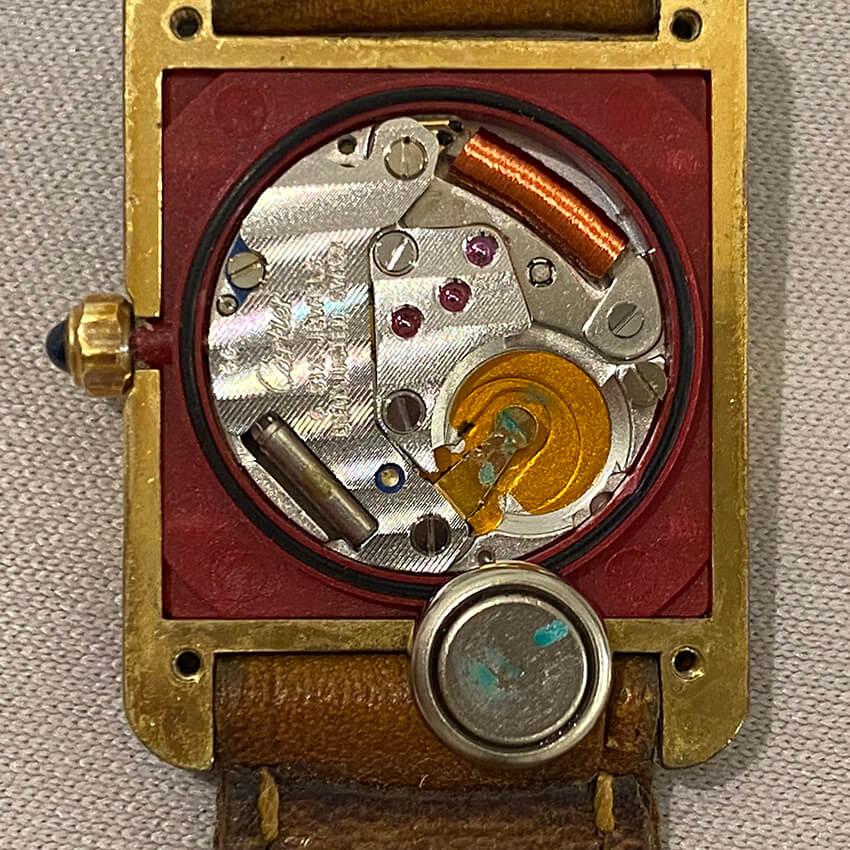 カルティエ時計の内部電池漏液