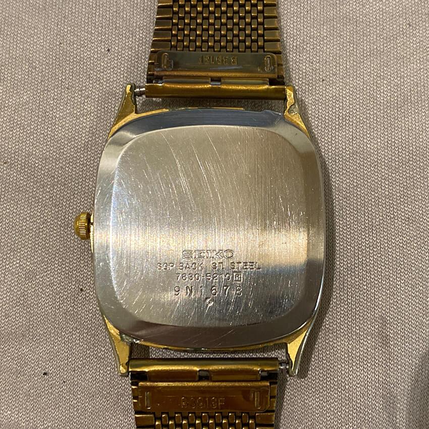セイコーの腕時計修理前の裏面