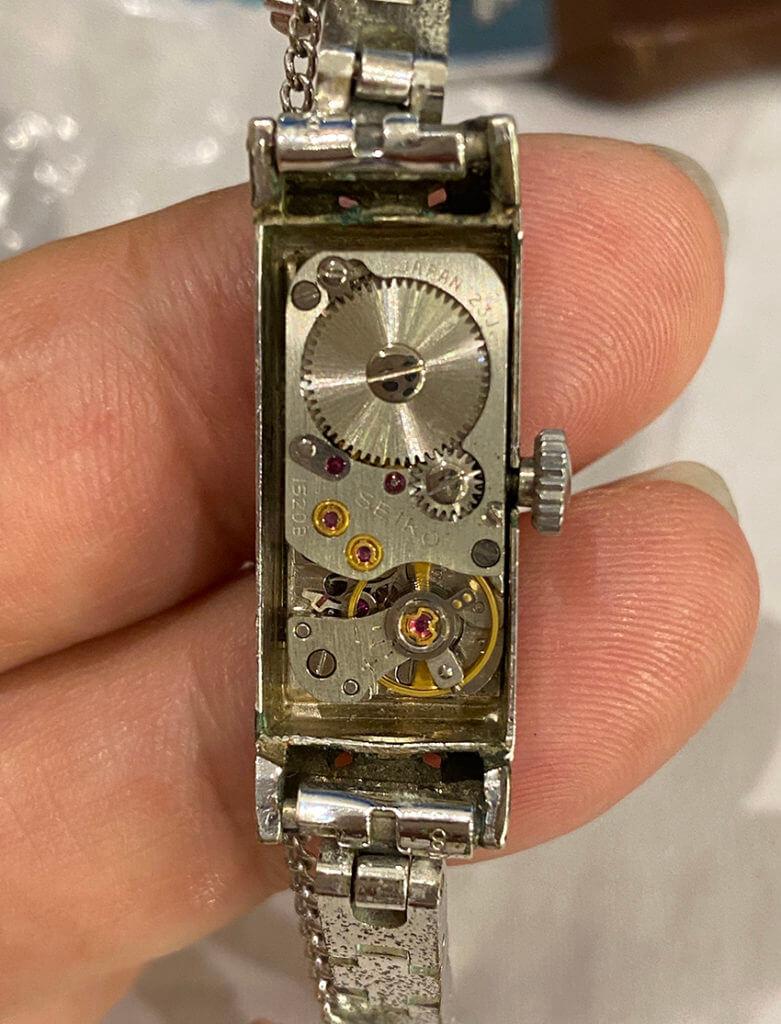セイコー腕時計の内部