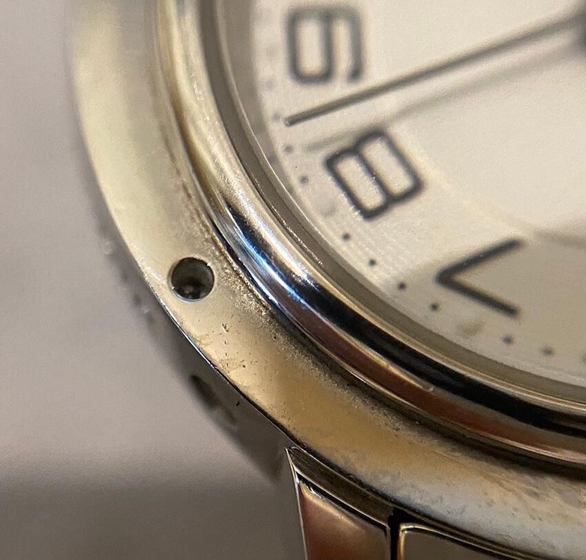 腕時計修理前のパーツ取れ