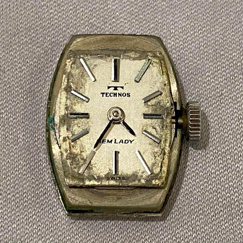 テクノス腕時計の修理前の文字盤