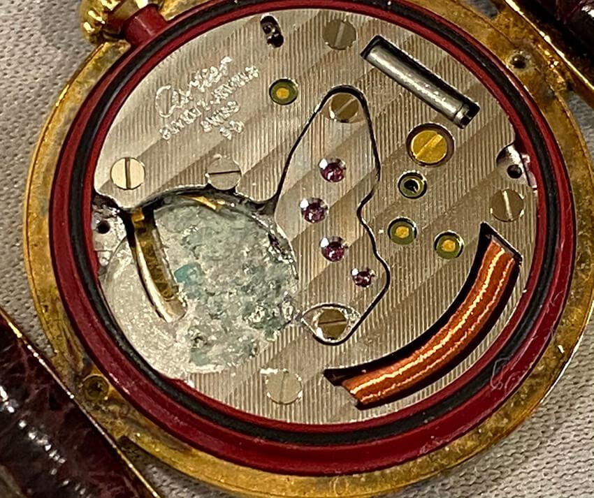 カルティエ時計内部の写真