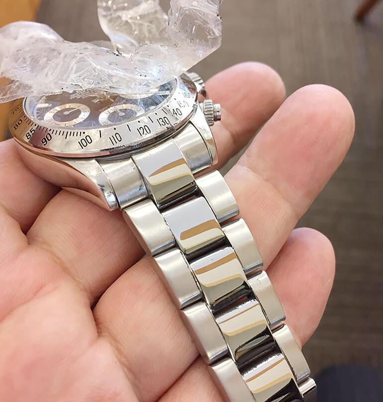 時計のヘアラインを円形に美しく付けれます!
